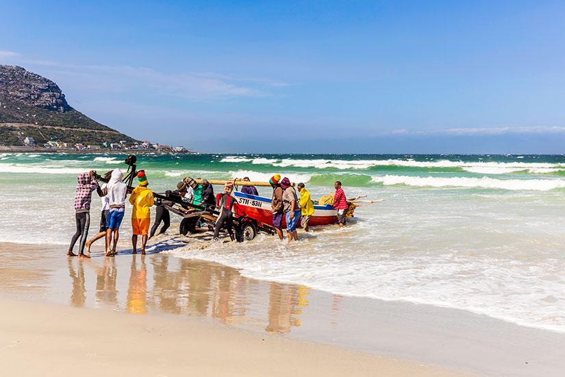 image Afrique du Sud Peche homme tirant bateau  it