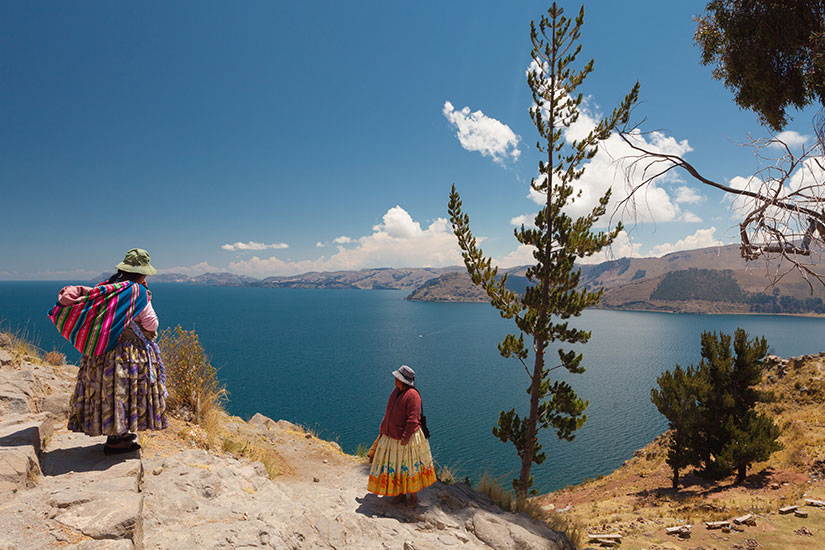 image Bolivie Lac Titicaca femmes vetements traditionnels boliviens  fo