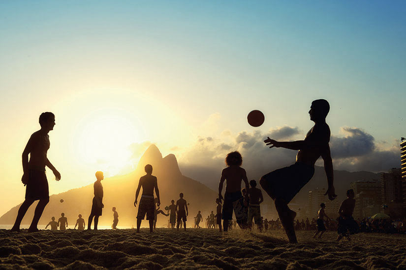 image Bresil Altinho plage silhouettes jouer football  fo