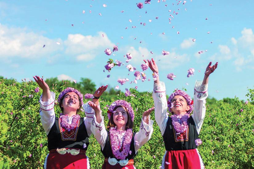 image Bulgarie Filles Festival Rose  fo