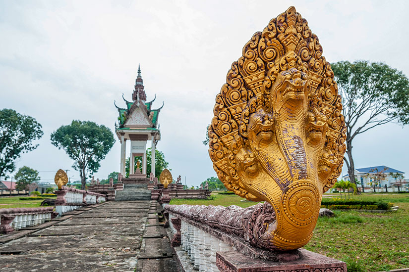 image Cambodge Sihanoukville tete serpent statue  it
