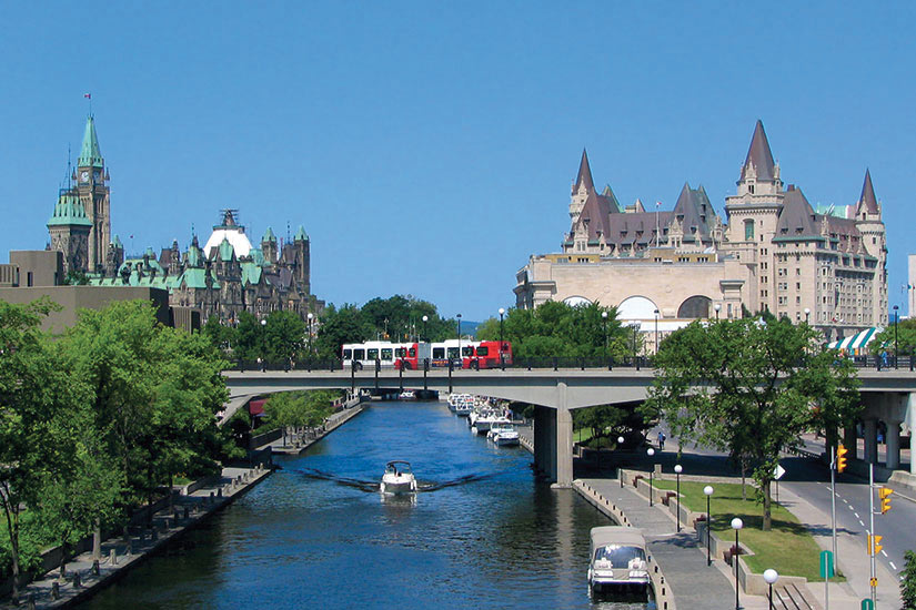 image Canada Ottawa Canal Rideau Parlement Chateau Laurier  it