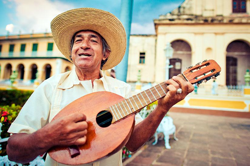 image Cuba Trinidad Musicien mandoline  it