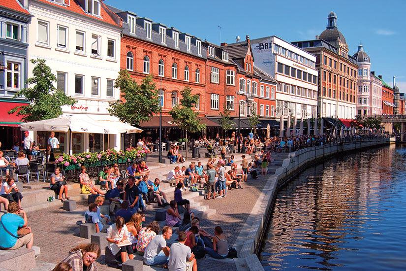 image Danemark Aarhus canal tourists  fo