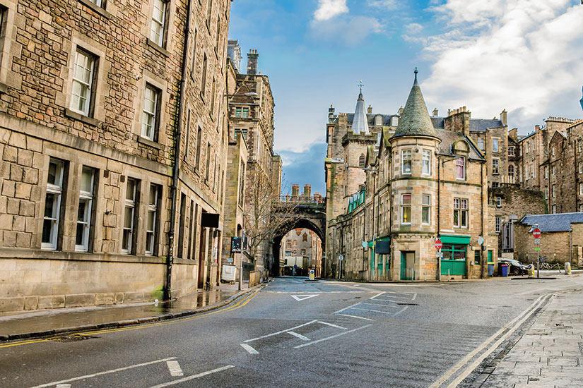 image Ecosse Edimbourg rue dans le vieille ville  it