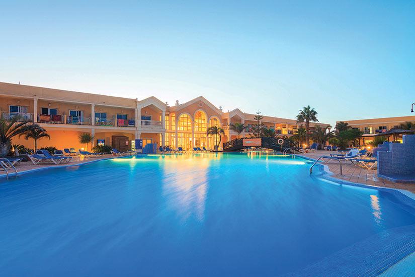 image Espagne Canaries Fuertventura Hotel Cotillo Beach facade piscinne