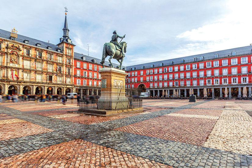 image Espagne Madrid Place Mayor avec la statue du roi Philippe  fo