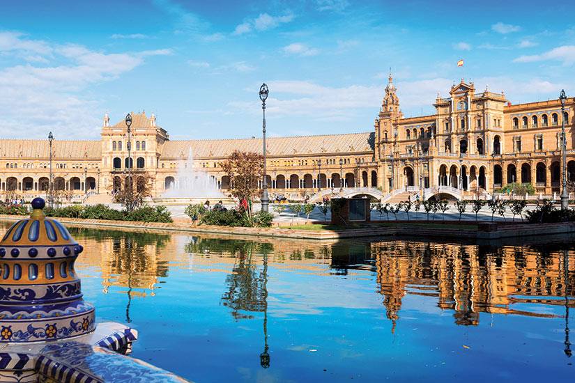 image Espagne Seville Plaza de Espana avec la revlexion  fo