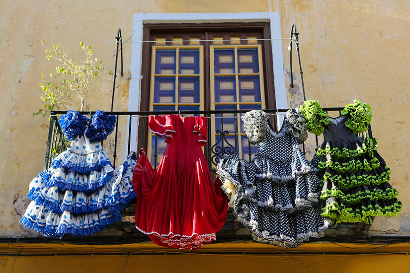 image Espagne Seville robes flamenco  it
