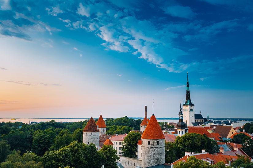 image Estonie Tallinn soir  it
