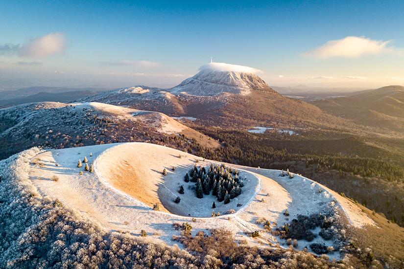 image France Auvergne en hiver 60 as_303208629
