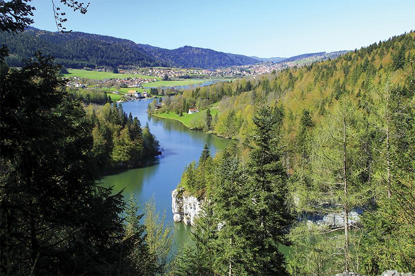 image France Jura Riviere du Doubs as_111065578