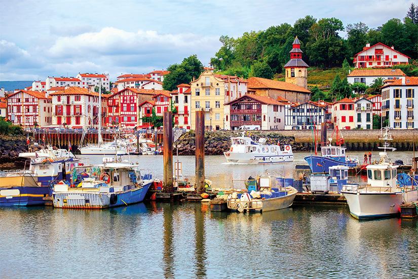 image France Saint Jean de Luz Maisons basques colorees 24 fo_104225764