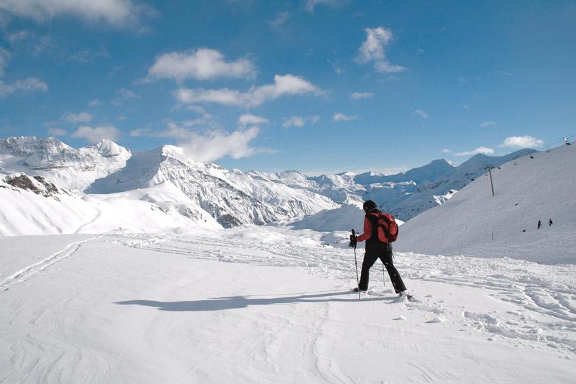 image France les alpes neige raquette posture ski sur le plateau roche rousse orcieres 31 as_28762352
