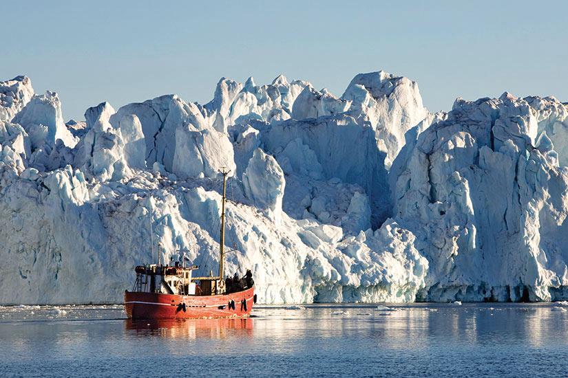 image Groenlande iceberg et bateau  it