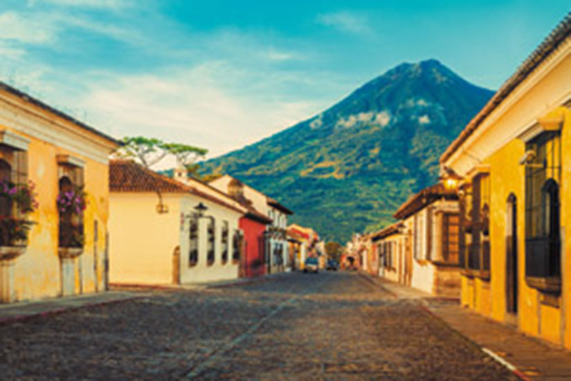 image Guatemala Antigua rue  it