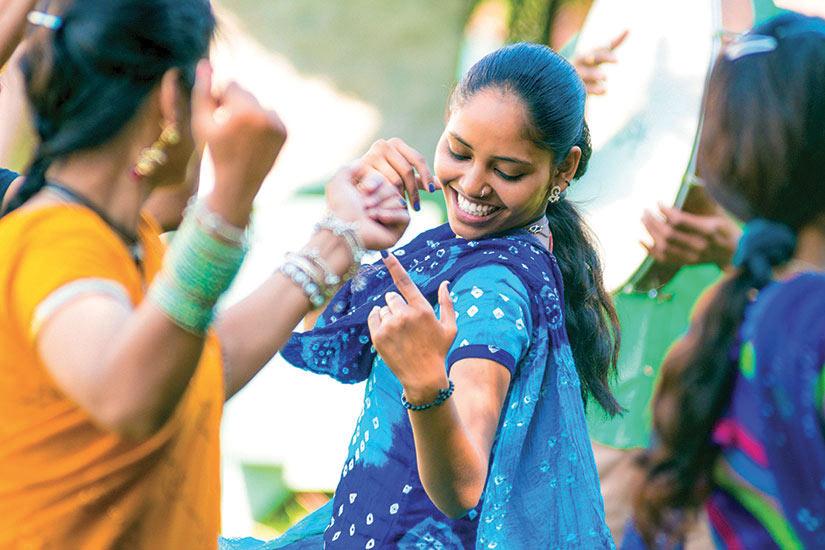 image Inde Danse femmes en costume nationnel  it