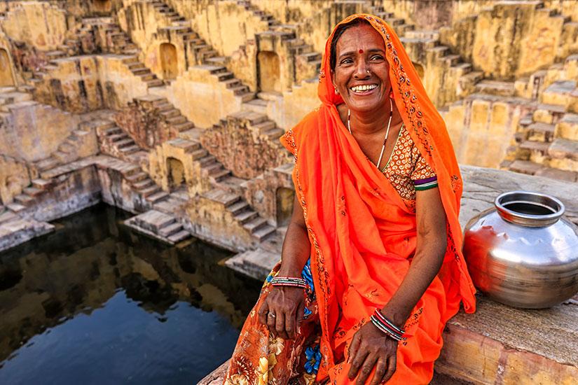 image Inde Jaipur femme detente interieur Adalaj  it