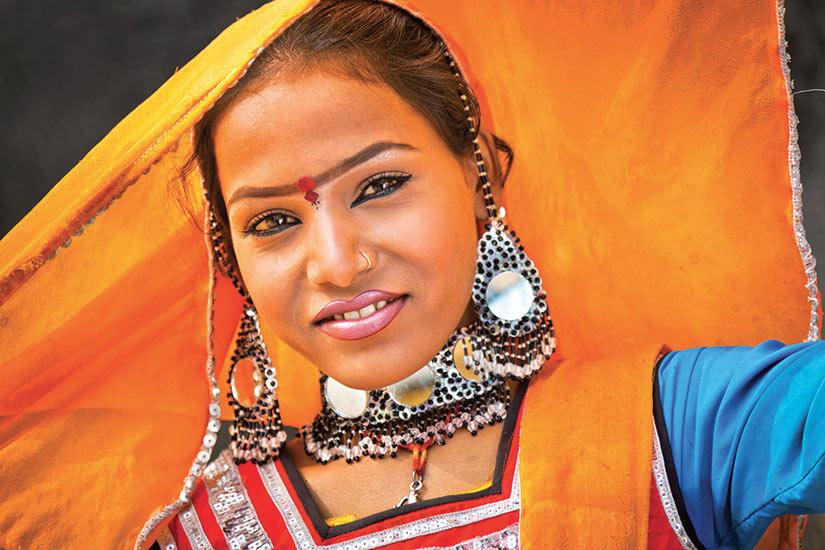image Inde jeunne femme souriante  it