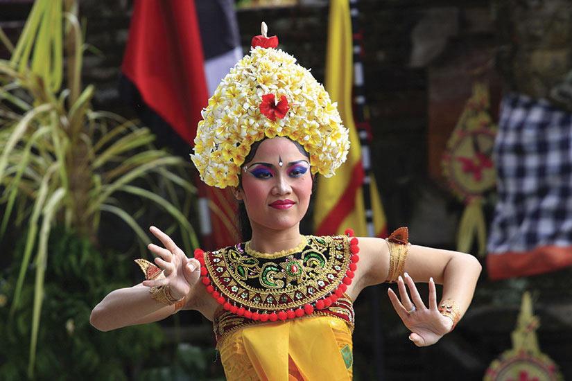 image Indonesie Bali Danseuse du barong  fo