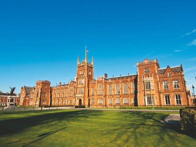 image Irlande belfast queens university vue face