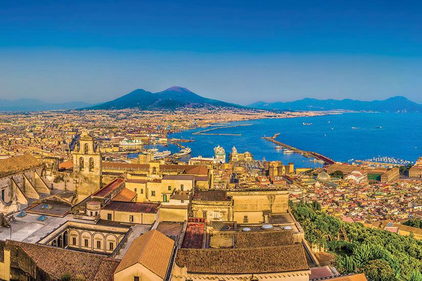 image Italie Campanie La ville de Naples avec le Vesuve  it