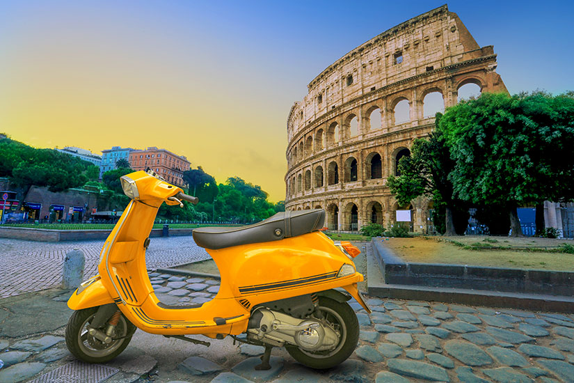 image Italie Rome Colisee scooter  fo