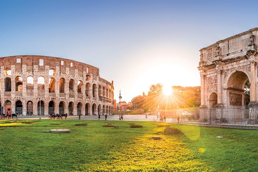 image Italie Rome vue panoramique du Colisee et l arc de Constantin 18 as_136352566