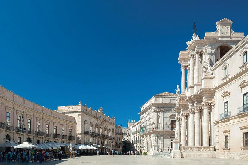 image Italie Sicile Piazza Duomo la place principale de Syracuse  fo