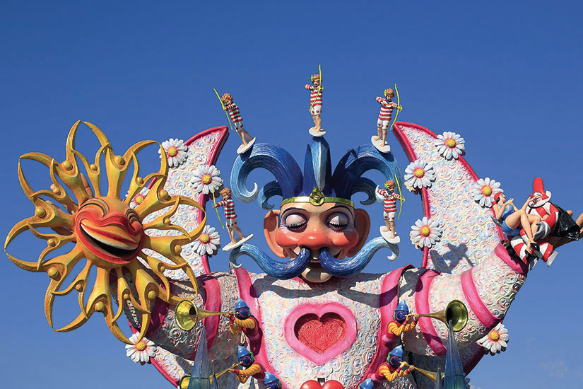 image Italie Viareggio chars de carnaval  fo