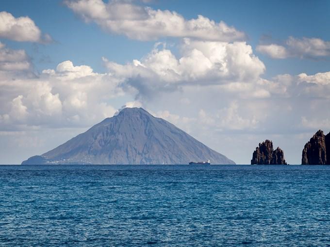 image Italie iles eoliennes plan mer