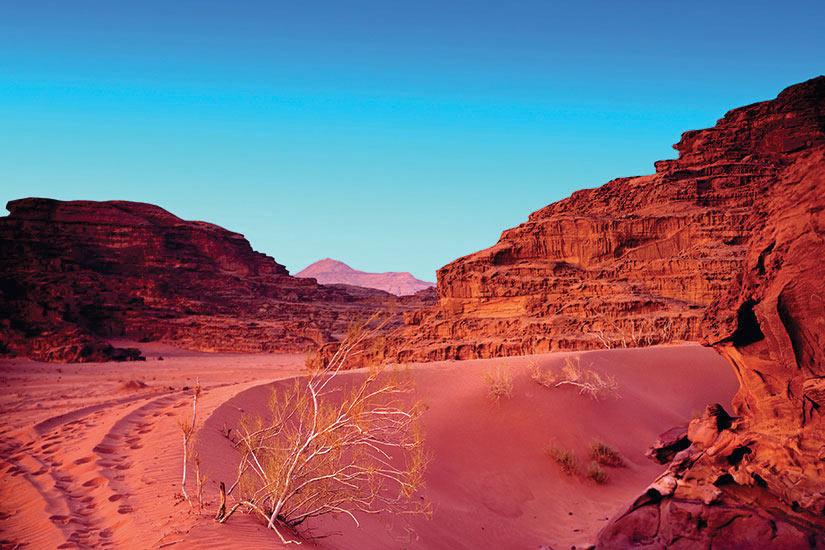 image Jordanie Coucher de soleil dans desert Wadi Rum  fo