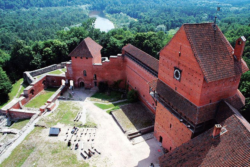 image Lettonie Chateau Turaida Riviere Gauja  fo
