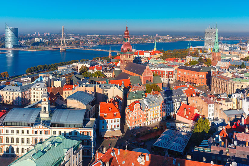 image Lettonie Riga vieille ville Daugava  it