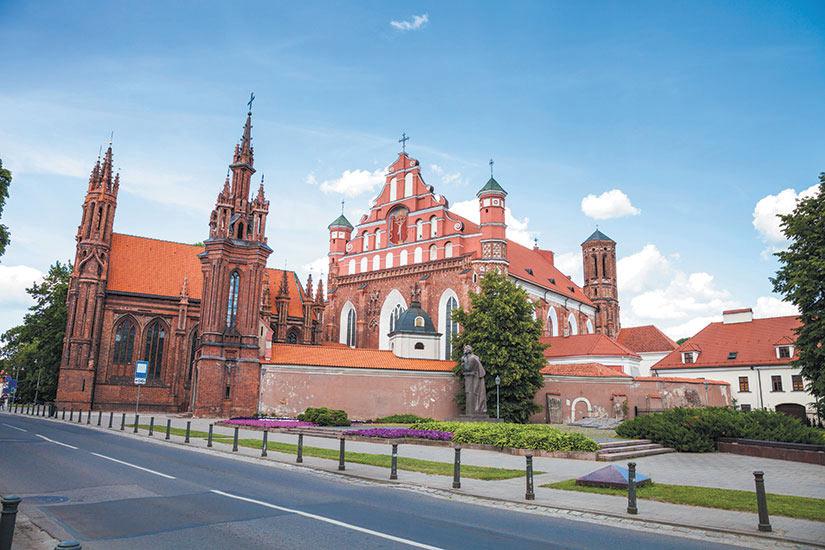 image Lituanie Vilnius eglise gothique Sainte Anne  it