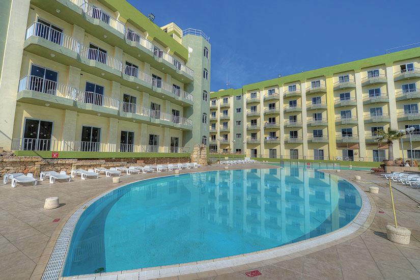 S jour malte h tel topaz 3 bugibba 8 jours sala n for Hotel perpignan avec piscine