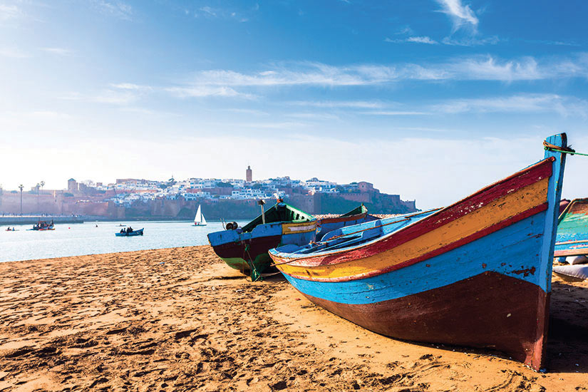 image Maroc Rabat bateaux le long de la plage  it