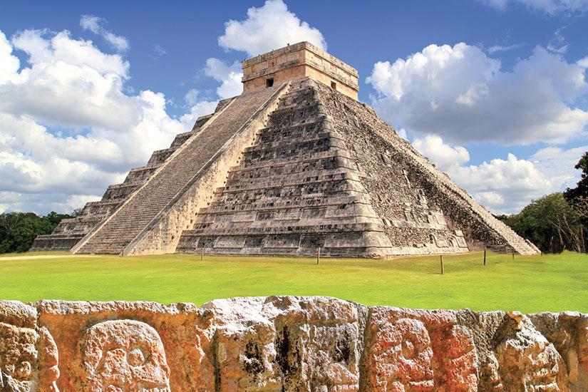 image Mexique Chichen Itza le mur des cranes  fo