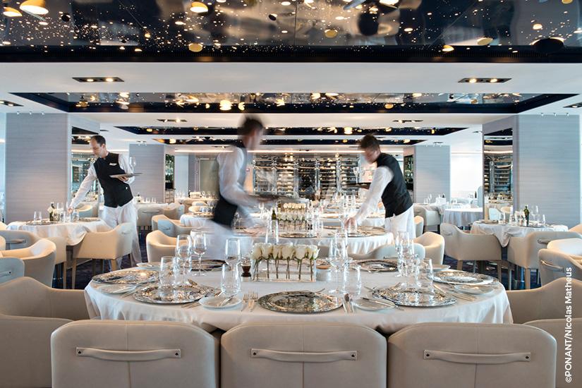 image PONANT navire Lyrial restaurant tables dressees