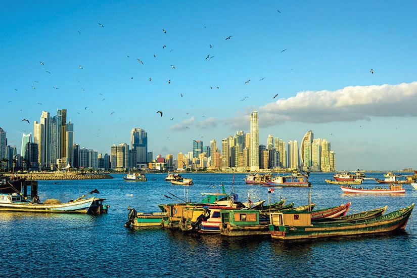 image Panama Les bateaux de peche avec vue sur le ville  it