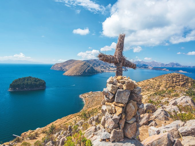 image Perou lac titicaca croix