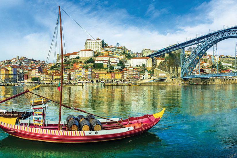 image Portugal Porto Panorama bateaux traditionnels  fo