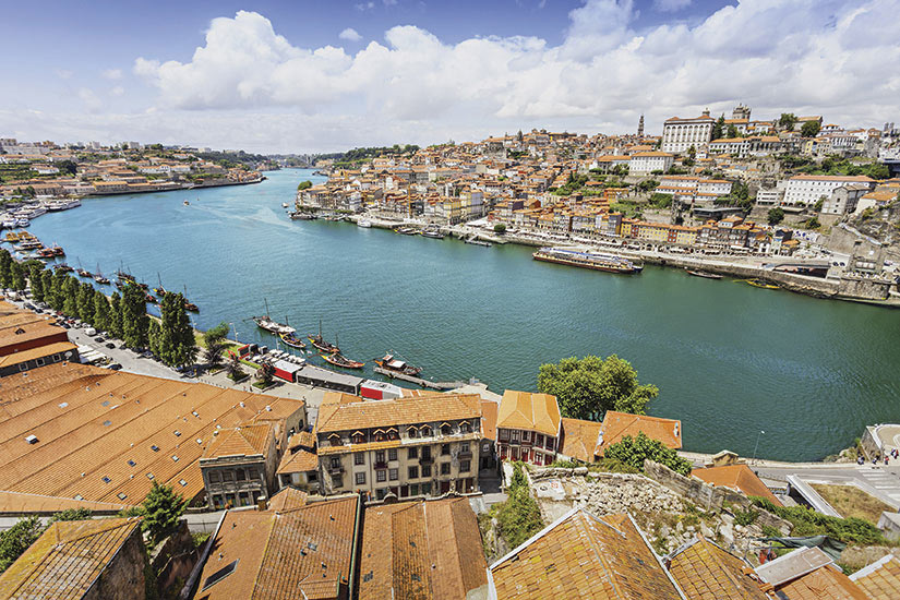 image Portugal Porto riviere Douro bateaux traditionnels  it