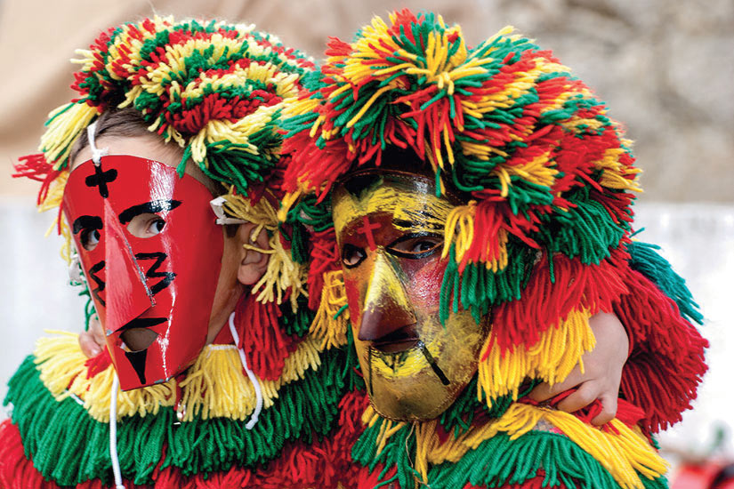 image Portugal garcon masques colores  fo