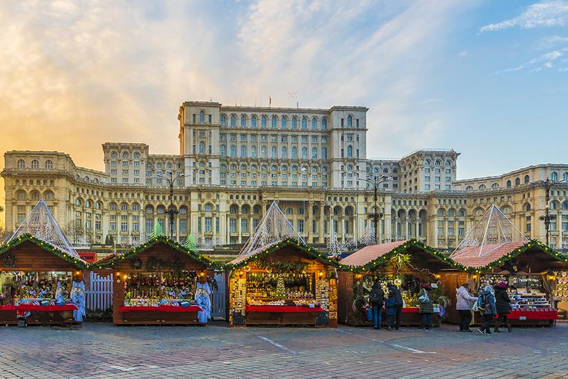 image Roumanie Bucarest Marche de Noel et Parlement 22 as_210972789
