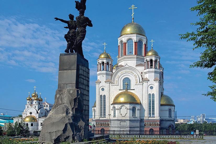 image Russie Iekaterinbourg Monument Komsomol Oura eglises  it