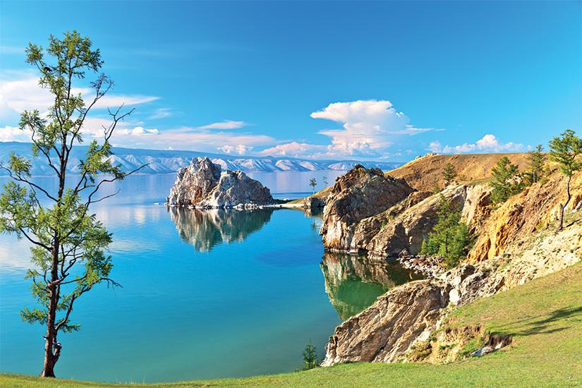 image Russie Lac Baikal Cote rocheuse de l Ile d Olkhon et du rocher Shamanka as_194418376