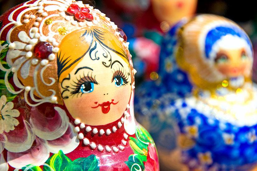 image Russie Saint Petersbourg Foulard de babouchka ou Matryoshka  it