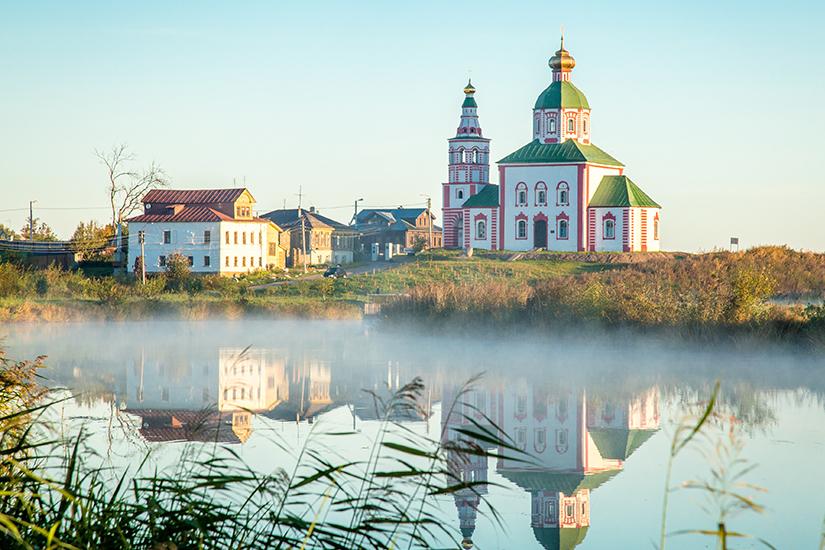image Russie Souzdal Eglise orthodoxe pres de la riviere as_98268213