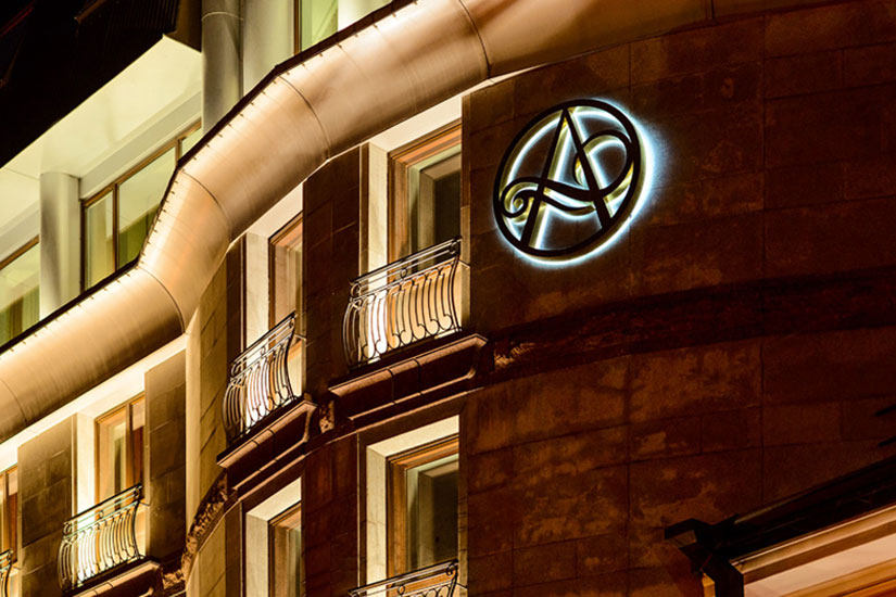 image Russie saint petersbourg hotel ambassador facade nuit